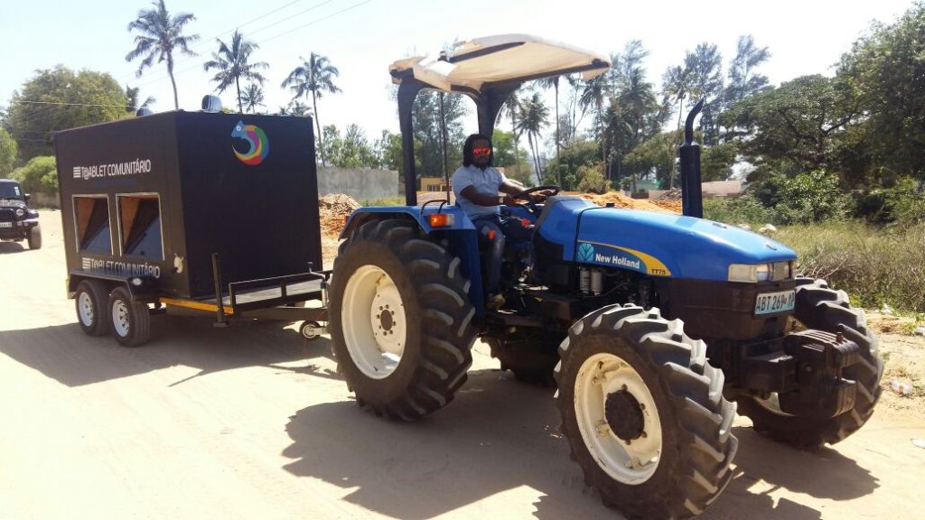 tractor-for-community-tablet-in-mozambique-dayn-amade-africa-fashion